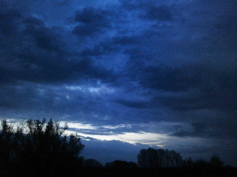 Темнеет